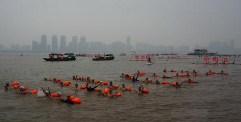 (165) Net zoals Mao zwemmen