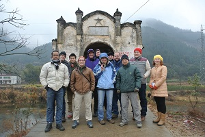CECP bezoek aan een oude brug in Xianning, Hubei