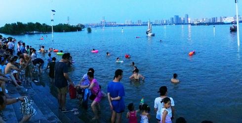 (218) Gratis openluchtzwembad